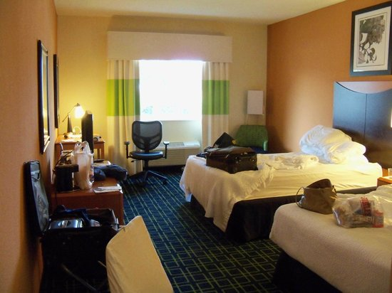 Kenner, LA: Other reviews have referred to small room.  Not a huge room, but small?