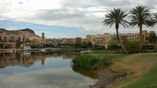 Hilton Lake Las Vegas Resort & Spa: View of the village & hotel from the path across the lake