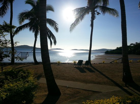 Wananavu Beach Resort: View from the beachfront bure