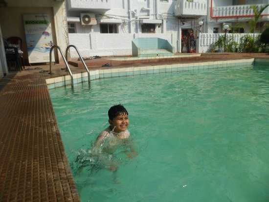 301 moved permanently for Resorts in santiniketan with swimming pool