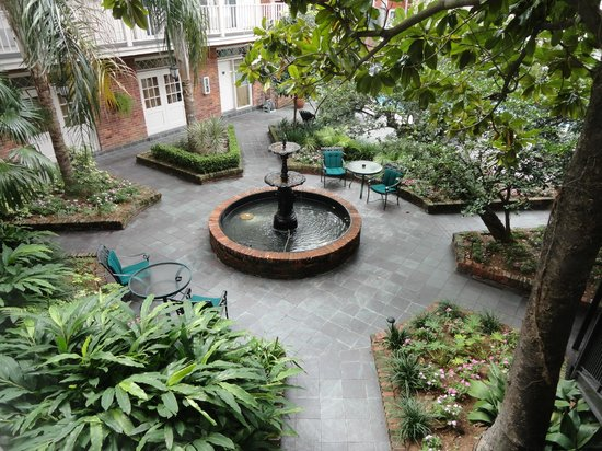 BEST WESTERN PLUS French Quarter Landmark Hotel: Fountain in courtyard