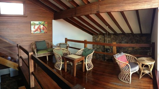 Beachside Prevelly Villas: Double level house mezzanine ocean view lounge
