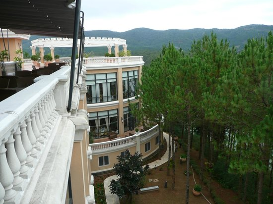 Dalat Edensee Resort & Spa: Panorama terrace and main building