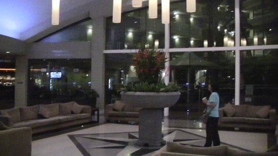 Holiday Inn Cairns: ホテルロビー