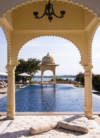 The Oberoi Udaivilas: Yet another pool :)