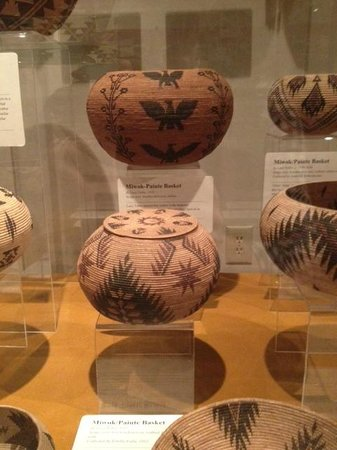 The Ahwahnee: Beautiful basket weaving at local historical museum in Yosemite Village