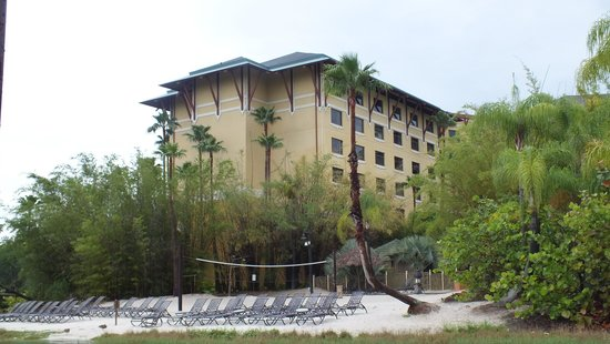 Loews Royal Pacific Resort at Universal Orlando: View of the hotel from the water taxi