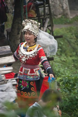 Longsheng County, : Muyer Yao con traje de gala