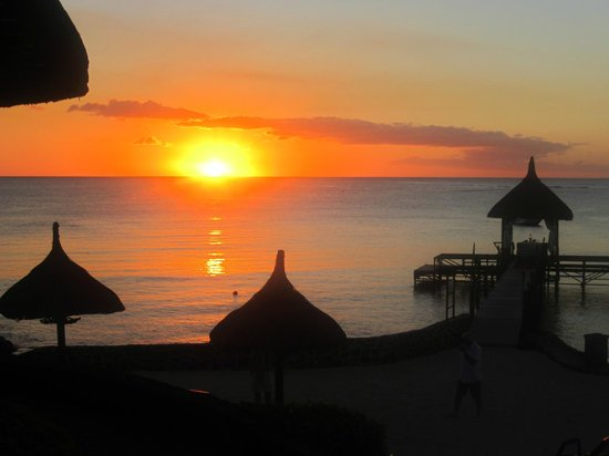 Maritim Hotel Mauritius: The most amazing sunset we saw... May 2013