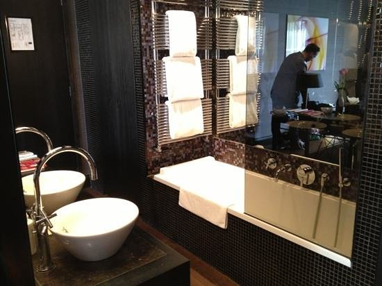 Salle de bain ouverte picture of canal house amsterdam for Salle de bain ouverte