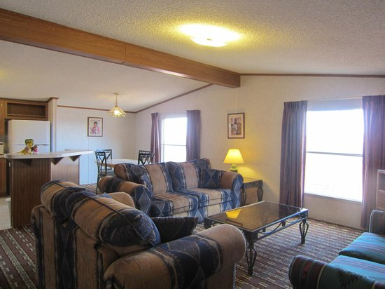 Goulding's Lodge & Campground: Living  & Dining room