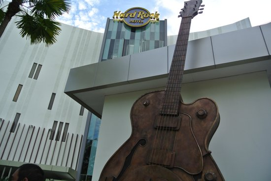 Hard Rock Hotel Penang: The entrance