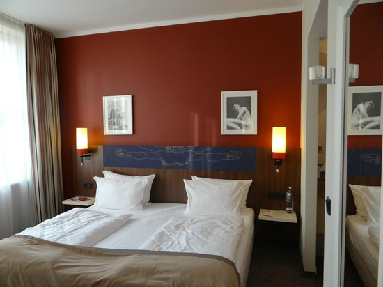 Leonardo Royal Hotel Berlin: Modern room