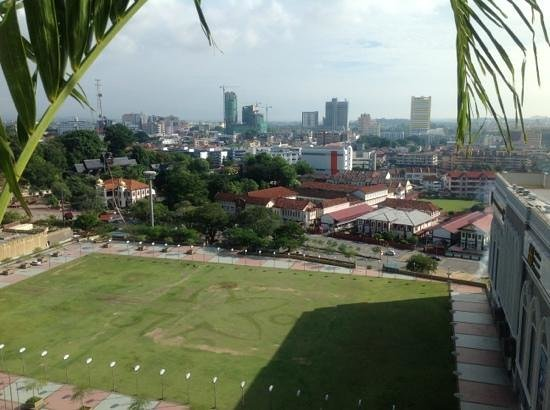 Hatten Hotel Melaka: view from the pool