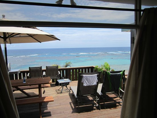 Villa Tropical Oceanfront Apartments on Shacks Beach: View of Deck and Ocean