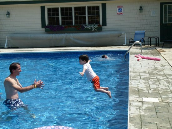 Spruce Point Inn Resort and Spa: The fresh water pool