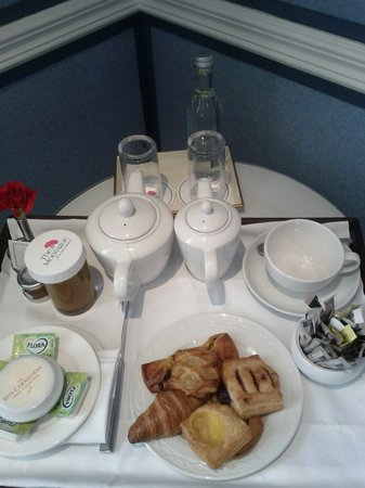 The Montague on The Gardens: The Wonderful Express Breakfast