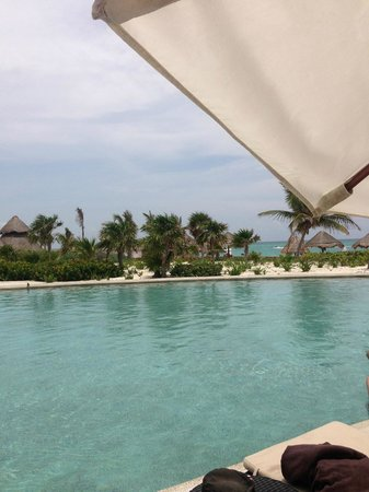 Secrets Maroma Beach Riviera Cancun : View from our chair at the pool