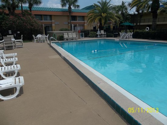 Baymont Inn &amp; Suites Florida Mall/Airport West: pool