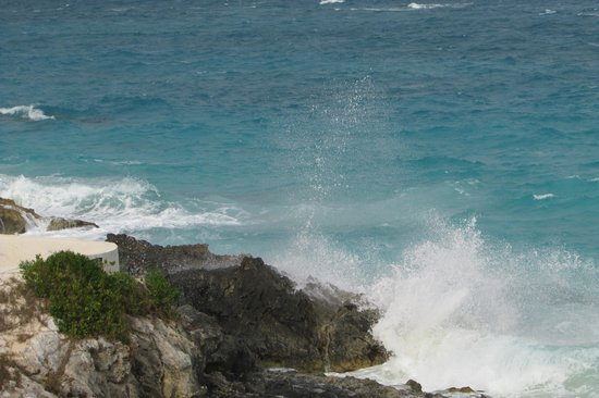 Coco Reef Resort Bermuda: Dozing off to the sounds of the ocean