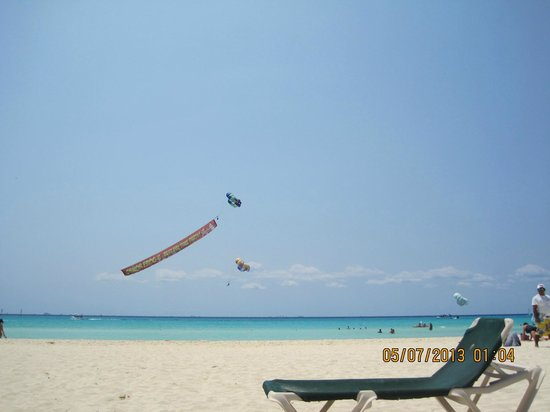 Allegro Playacar: Parasailing - view from the beach