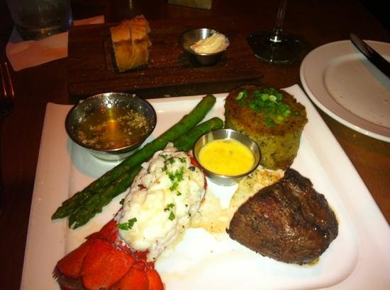 Folsom, Kalifornien: surf and turf at Land Ocean