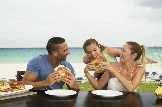 Sandos Riviera Beach Resort &amp; Spa: Bagel Beach