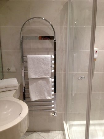 la douche picture of hotel sautter stuttgart tripadvisor. Black Bedroom Furniture Sets. Home Design Ideas