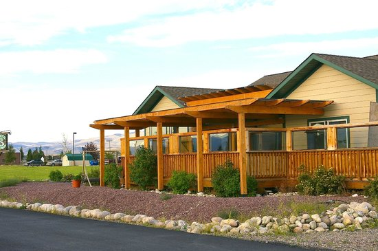 Ennis, MT : Alfresco DIning Exterior