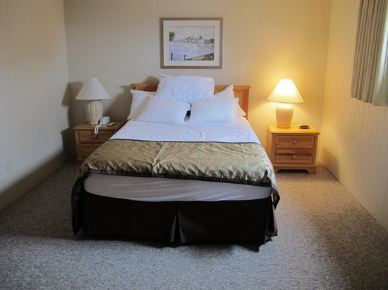 Outer Banks Beach Club: Master bedroom