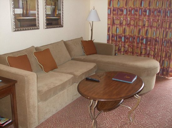 Desert Rose Resort: Living area