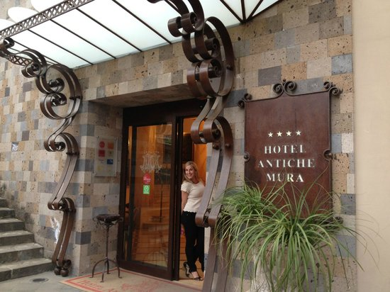 ‪‪Antiche Mura Hotel‬: Front Entrance‬