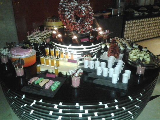 Courtyard by Marriott Gurgaon: desert buffet on valentines dinner