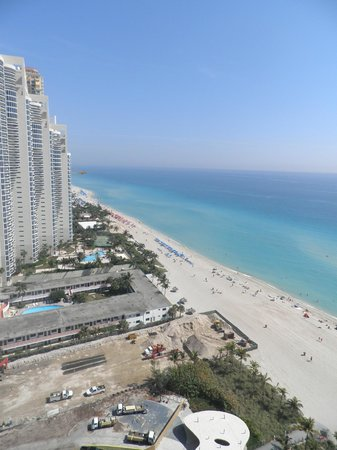 Doubletree by Hilton Ocean Point Resort & Spa - North Miami Beach : vista mirando al norte