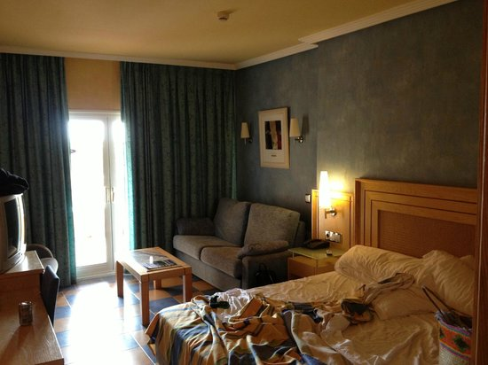 Hotel Elba Sara: Large, spacious rooms (excuse the mess)
