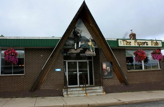 Antigonish, Kanada: Excellent location Piper's Pub