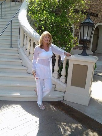Green Valley Ranch Resort and Spa: Me at the bottom of stairs that lead to casino.