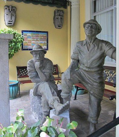 Hotel Don Carlos: Front Porch