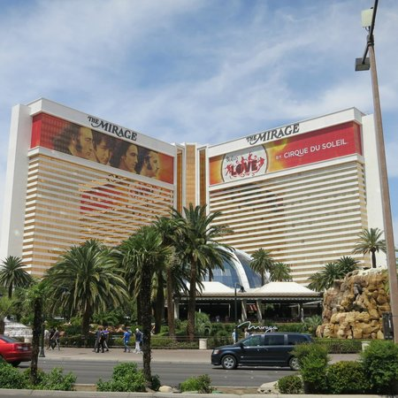 The Mirage Hotel & Casino : Front of hotel