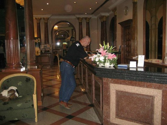 Royal Benja Hotel: reception
