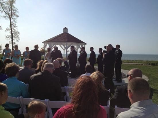 The Lodge at Geneva-on-the-Lake: wedding ceremony at gazebo