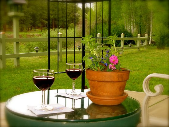 The Conifer House: Afternoon wine in the Gazebo