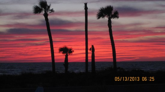 Sabal Palms Inn: Sunset view from the porch