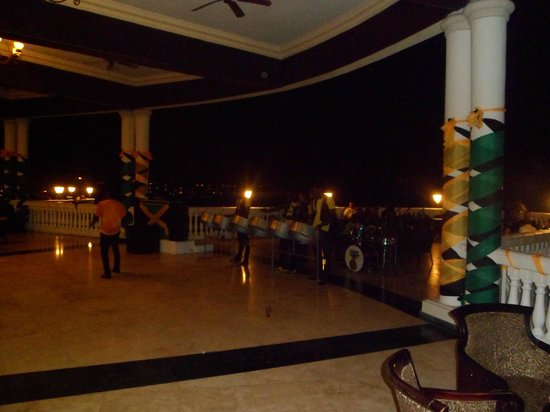 Grand Palladium Jamaica Resort & Spa: Steel Drums in the Infinity Bar