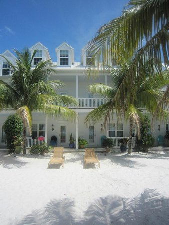 Parrot Key Hotel and Resort: Rooms overlooking beach area