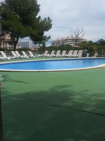 BelleVue Lagomonte : pool on island