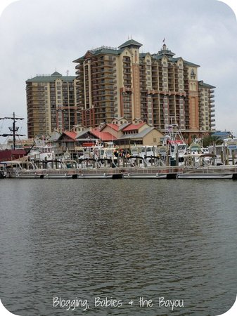 Emerald Grande Harbor Walk Village: Beautiful location for a family vacation!