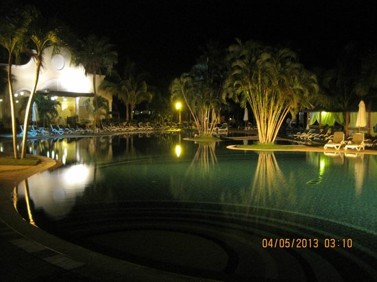Paradisus Princesa del Mar Resort & Spa : Pool at night