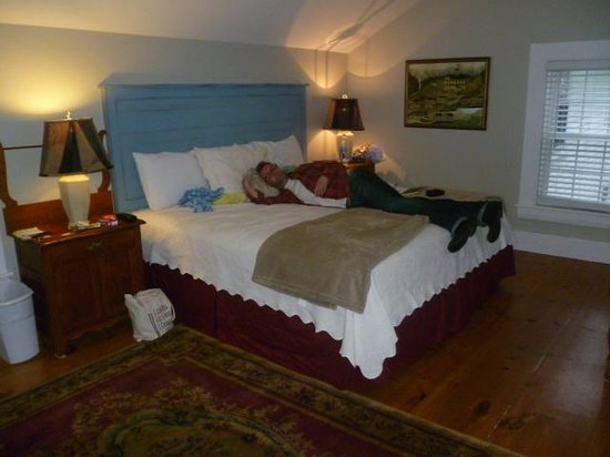 Abalonia Inn: King size bedroom