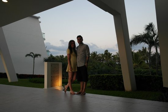 Grand Sirenis Riviera Maya Hotel & Spa: photo our concierge too, the sea is right behind us here